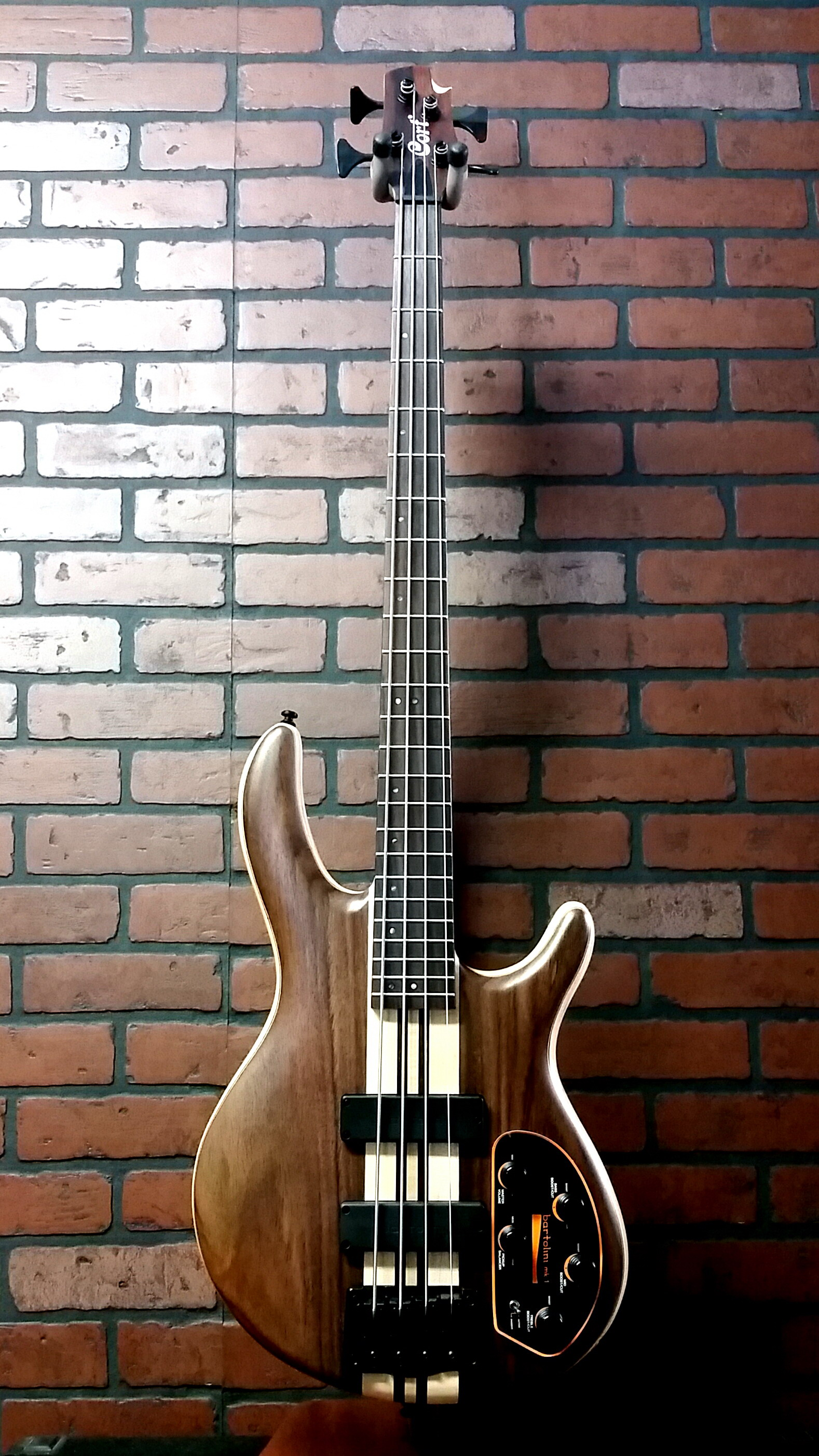 CORT A4 Ultra RWAS 4 string bass