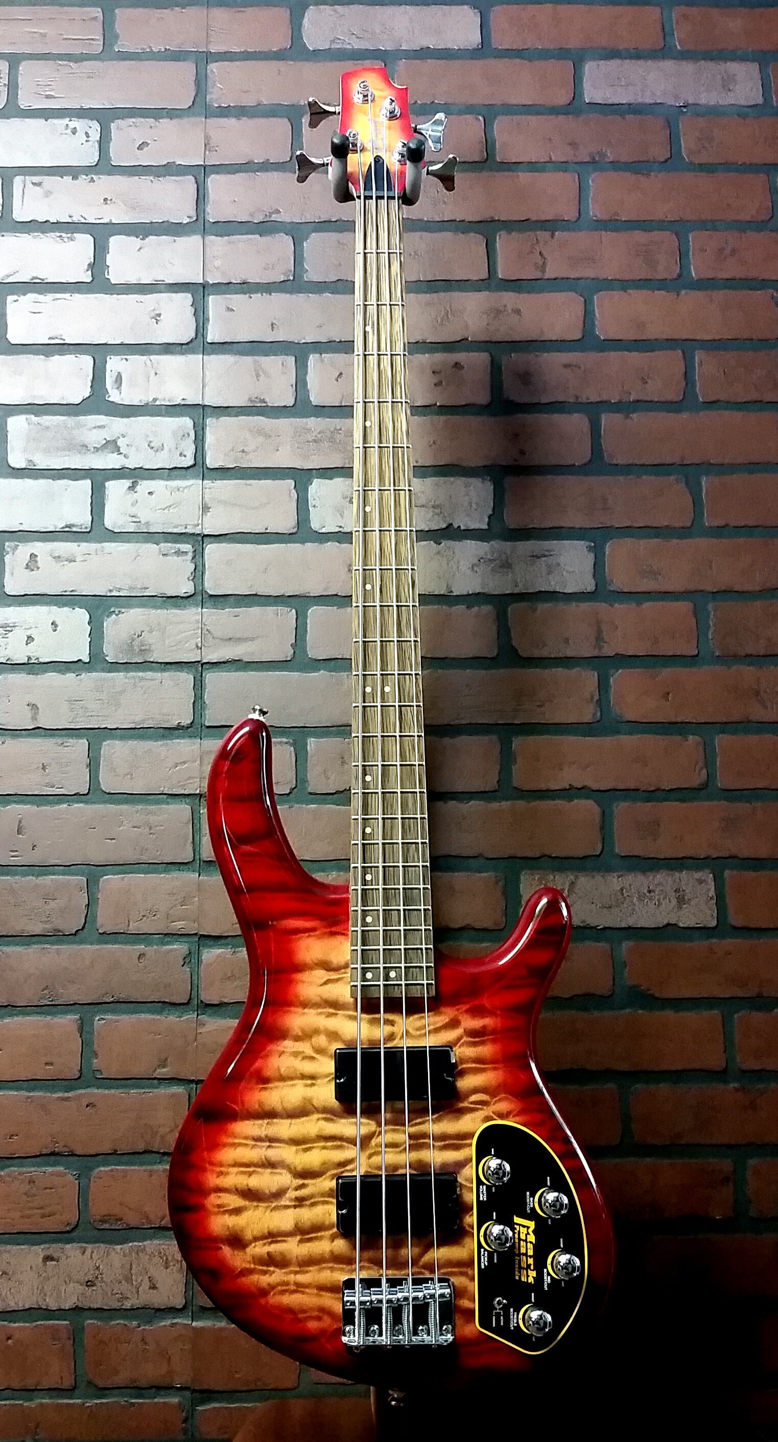 CORT Action DLX Plus CRS 4 string bass