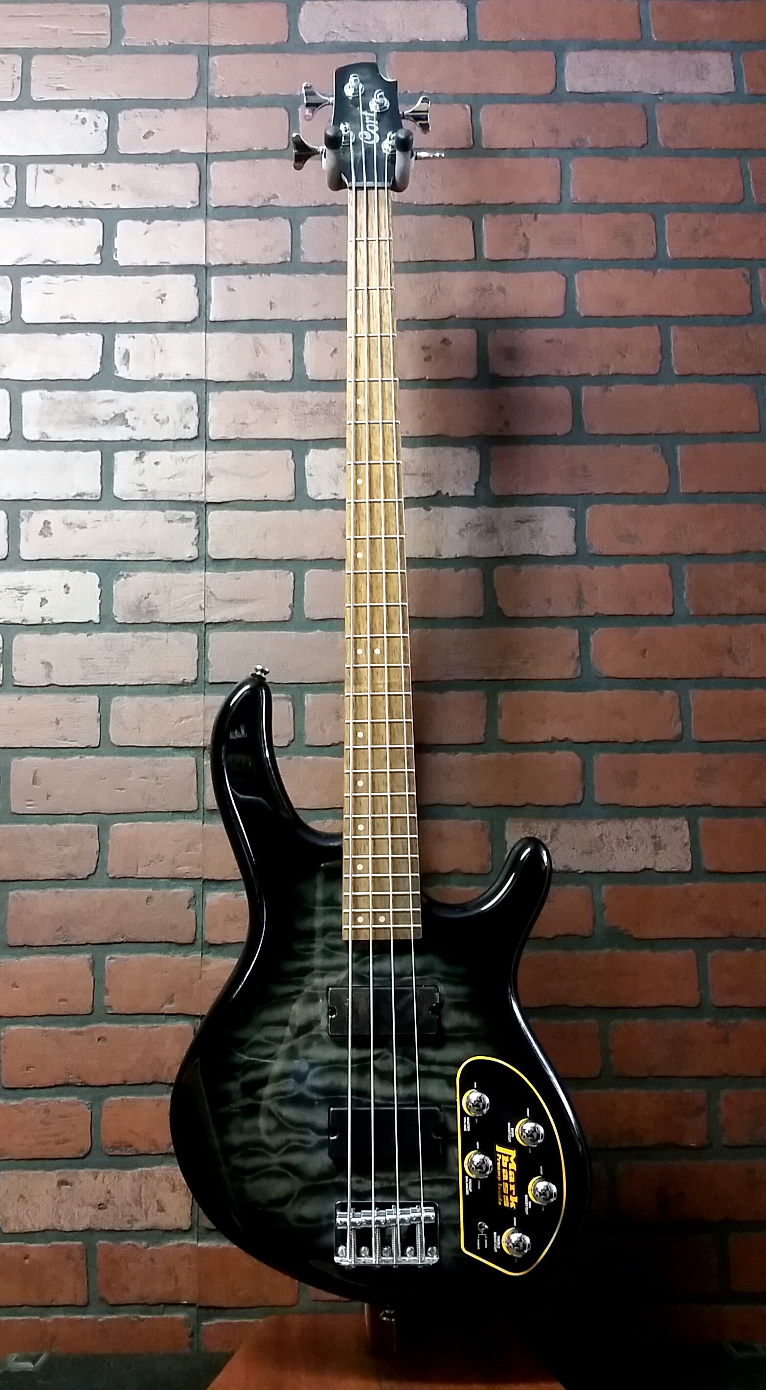 CORT Action DLX FGB 4 string bass