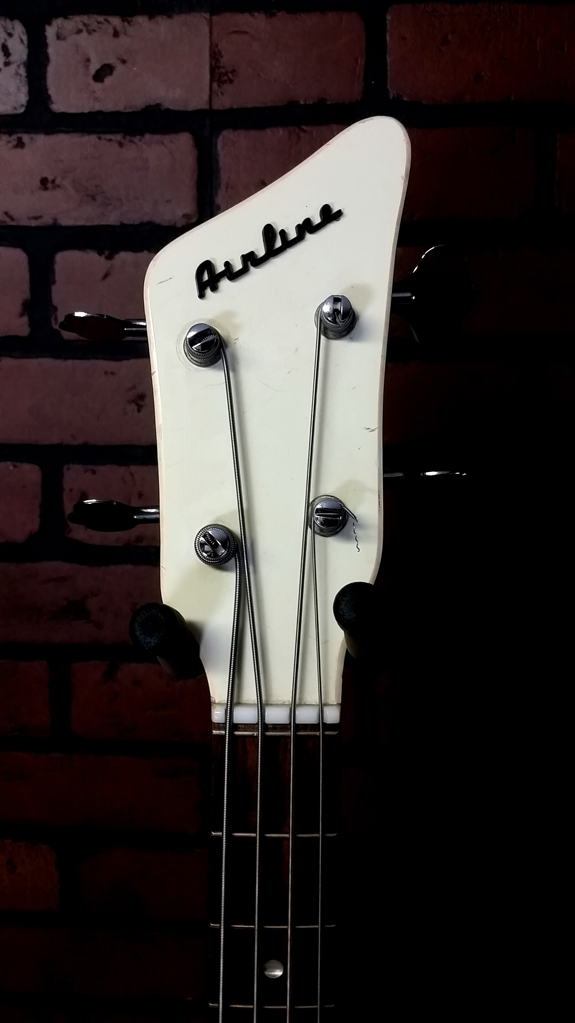 AIRLINE Pocket Bass vintage shortscale bass