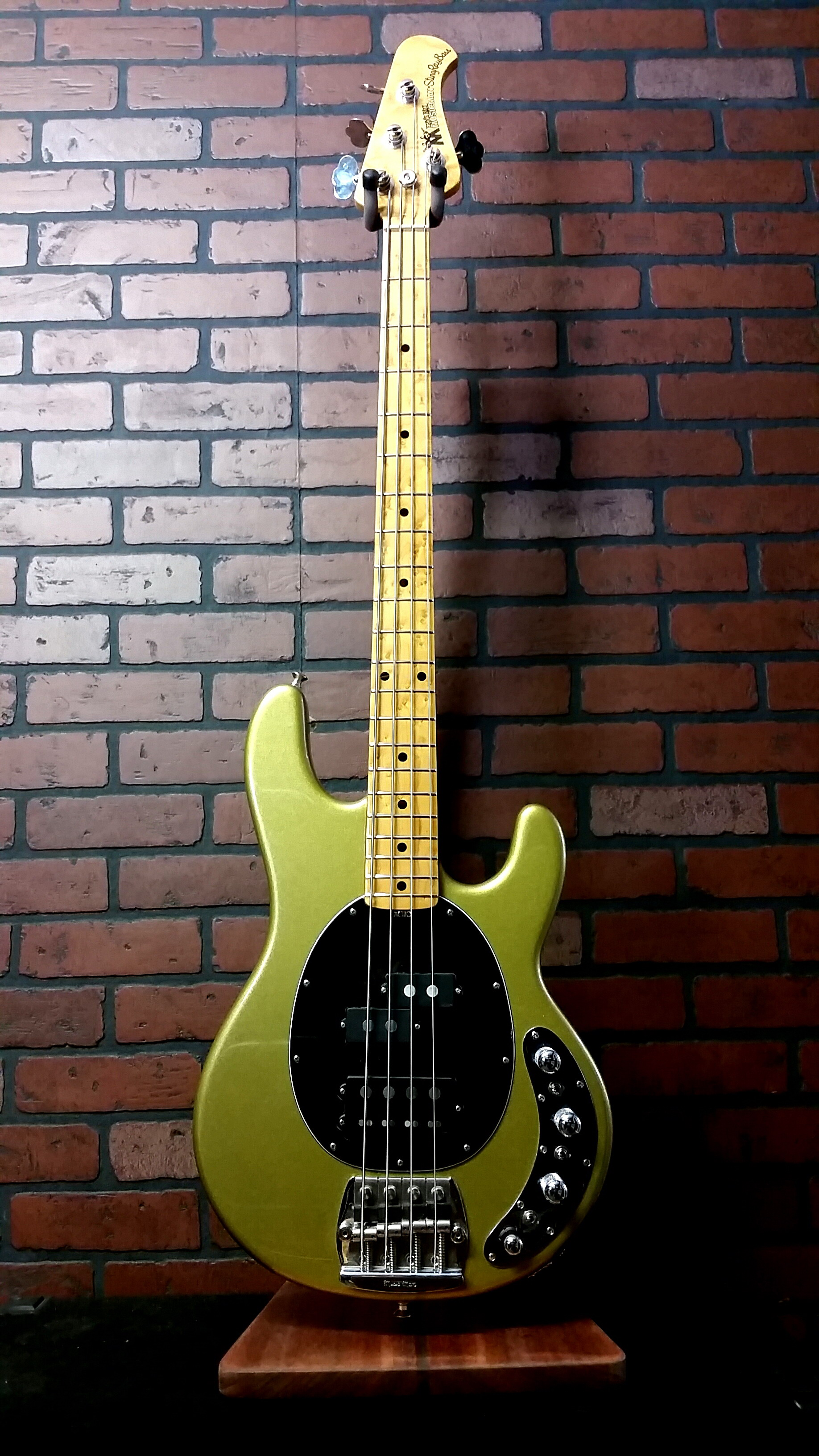 Used MUSIC MAN Stingray