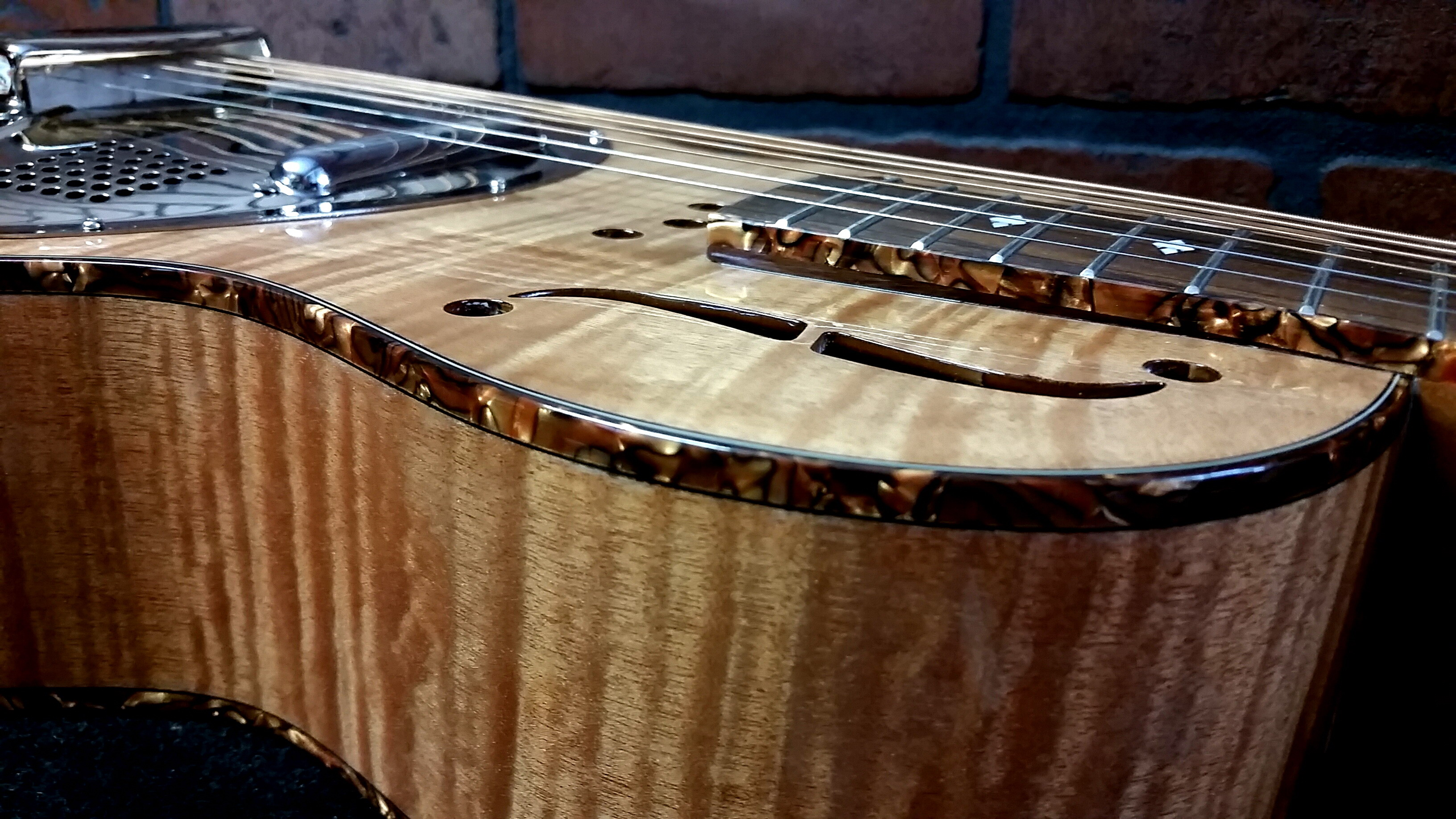 ROYALL Flamed Maple Parlorator