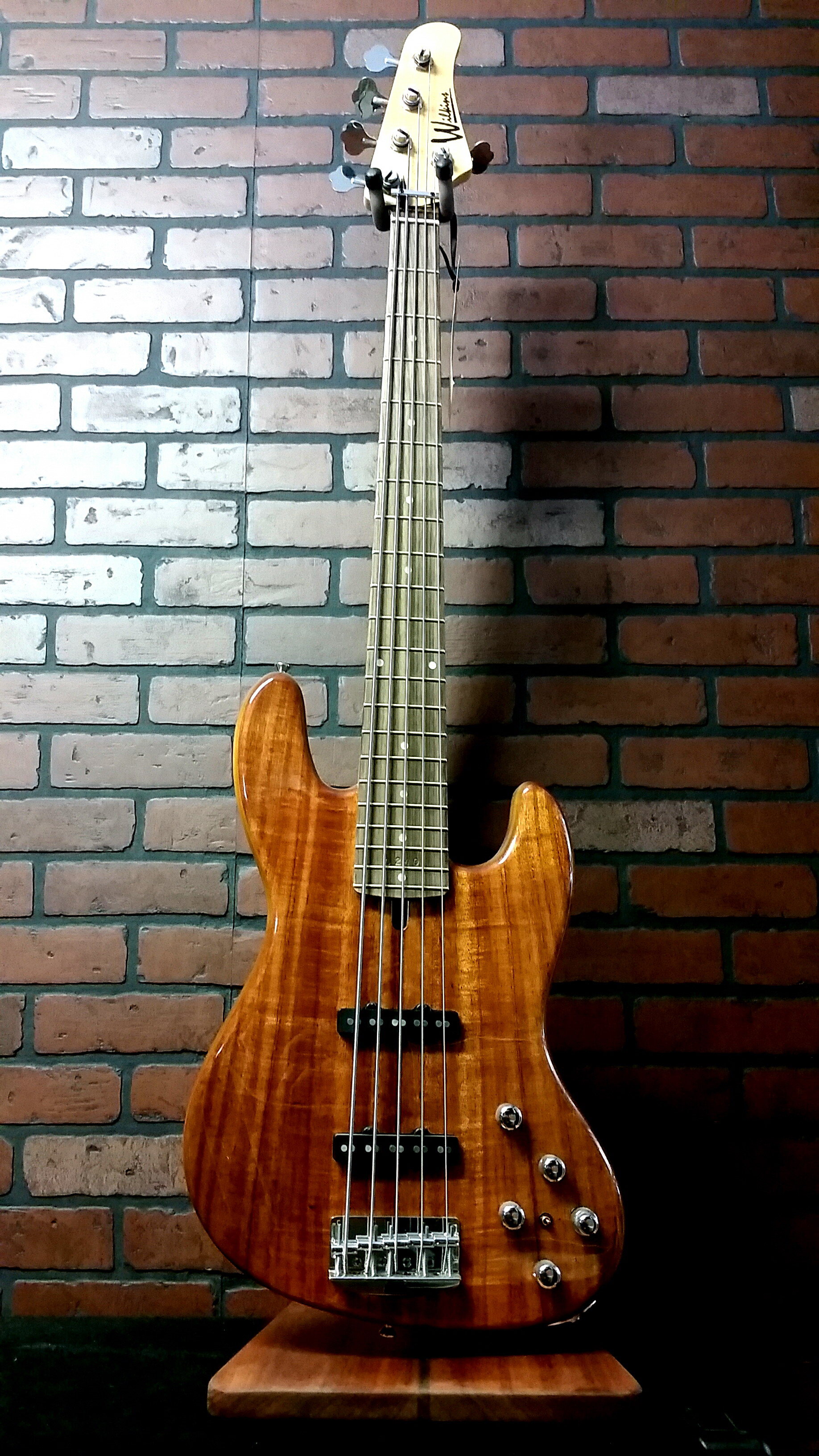 WILKINS Road Tested VRB5JJ Exotic 5 string bass